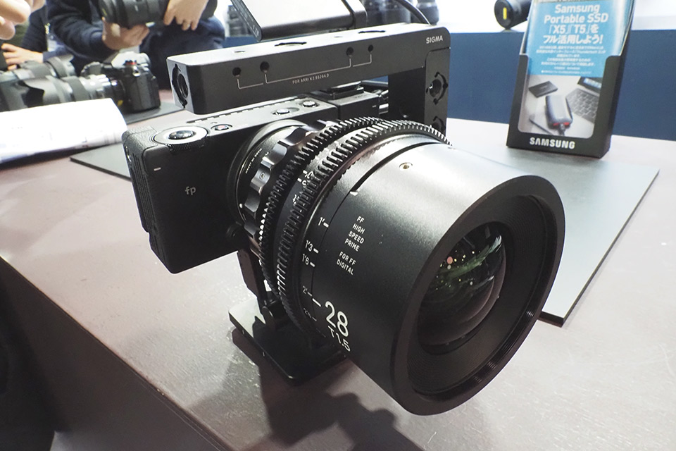 Inter BEE 2019【シグマ】SIGMA fp + MOUNT CONVERTER MC-31 + 28mm T1.5 FF